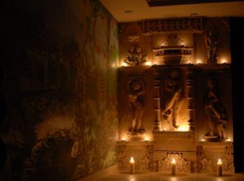 Услуги скульптора в Киеве. Лепка на стене (индийские мотивы, СПА-салон Лотос)